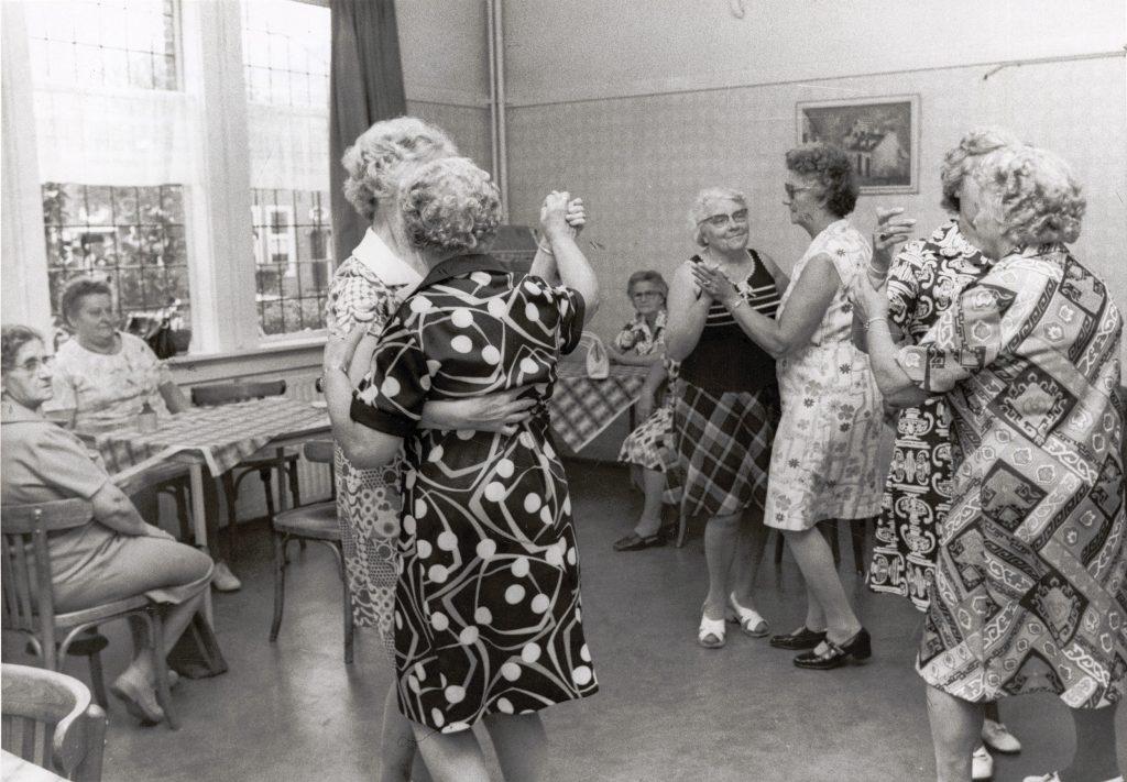 Dansen in het buurthuis